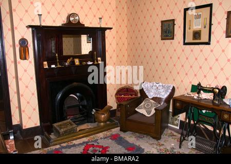Representación de la sala de estar de una clase obrera de principios del siglo XX, la Casa Museo de Cuenca de Portland, Foto de stock