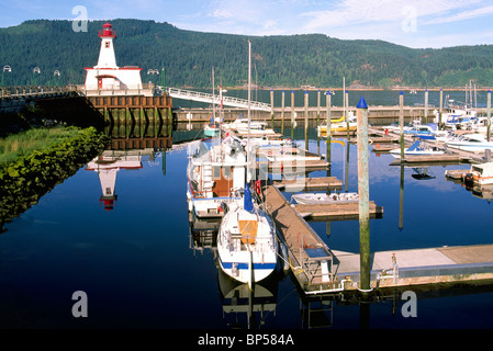 Port Alberni, BC, la isla de Vancouver, British Columbia, Canadá - Lighthouse en Maritime Discovery Center, Marina en Puerto