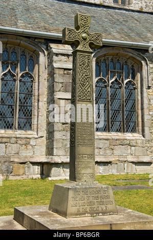 Primer monumento a la primera Guerra Mundial en el recinto De Cartmel Iglesia del Priorato Cumbria Inglaterra Reino Unido GB Gran Bretaña