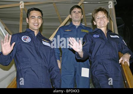 La tripulación de la expedición 16 a la Estación Espacial Internacional acerca del final de la formación