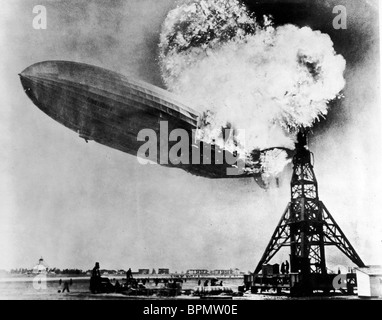 El dirigible HINDENBURG el desastre del Hindenburg (2004) Foto de stock