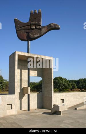 Mano Abierta de Chandigarh escultura Le Corbusier Foto de stock