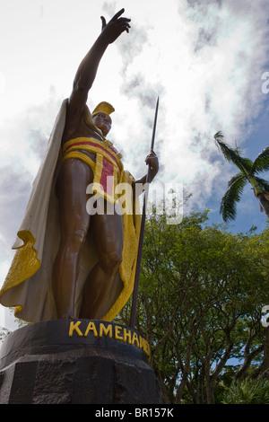 La estatua del rey Kamehameha el primer rey de Hawai. Una estatua del rey Kamehameha el Grande, rey guerrero que naciones islas hawaianas