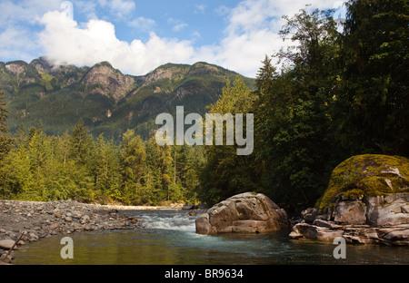 Foto tomada en el paisaje Othello túneles Park en esperanza, BC, Canadá Foto de stock