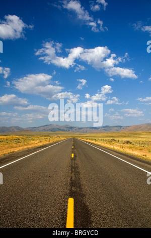 US Highway 20 cerca de Arco, Idaho, USA.