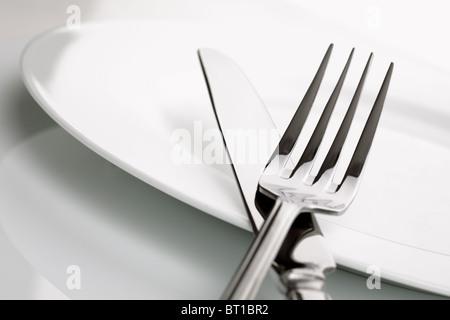 Plato cuchillo y tenedor de plata foto imagen de stock for Plato tenedor y cuchillo
