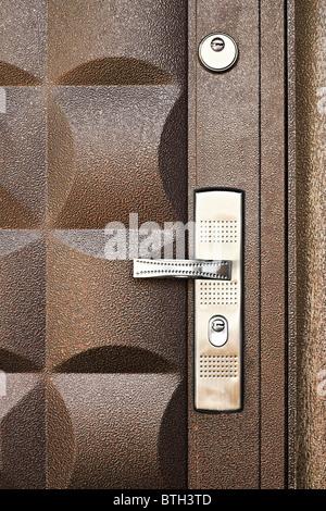 Antecedentes La puerta metálica