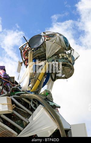 La Weeeman - Residuos de equipos electrónicos eléctricos escultura en el Eden Project en Cornwall.