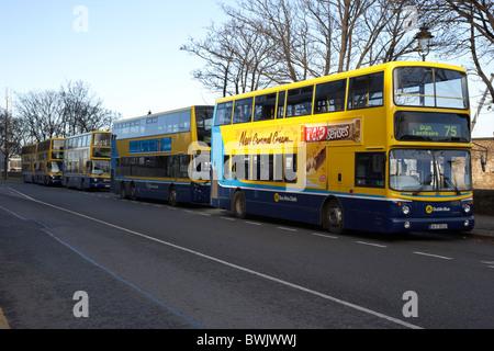 Dublín bus double decker buses en Dun Laoghaire, Dublín, República de Irlanda Foto de stock