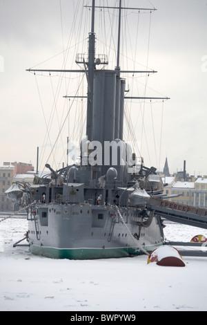 Rusia San Petersburgo crucero Ruso de Invierno museo buque Aurora Snow Revolución comunista la guerra construido Foto de stock