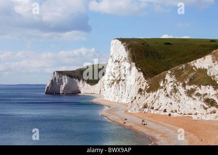 Mirando desde la puerta de Durdle en la costa de Dorset al oeste hasta las playas y acantilados de tiza Swyre y murciélagos de cabeza Cabeza. DAVID MANSELL