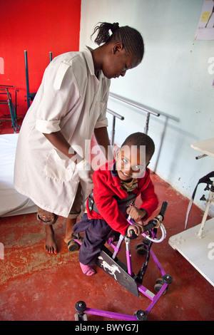 Aifa Thuo, infligidos con Parálisis Cerebral, Maji Mazuri Children's Center, Nairobi, Kenia