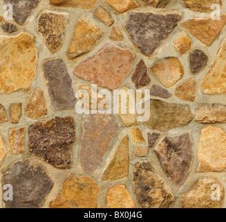 Perfecta pared de mampostería con piedras de forma irregular. La textura se repite a la perfección tanto vertical como horizontalmente.