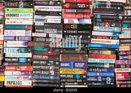 Pilas de libros Foto de stock