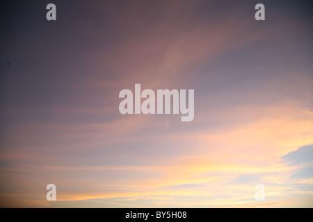 Imagen de un atardecer cielo