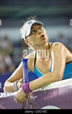 Vera Zvonareva (RUS) discute con el árbitro durante la semi final contra Daniela HANTUCHOVA (ESK) en Pattaya PTT abierto.