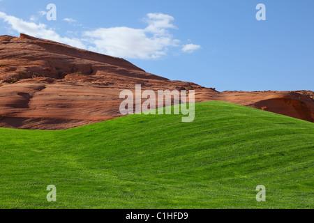 Campo verde brillante para un campo de golf