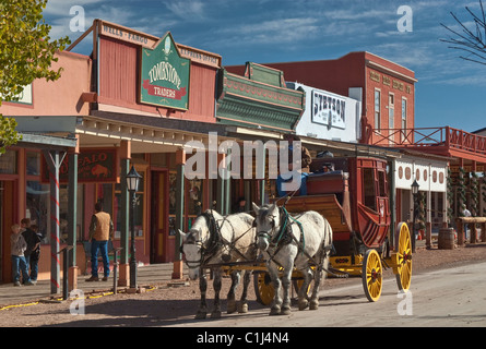 Stagecoach en Allen Street en Tombstone, Arizona, Estados Unidos