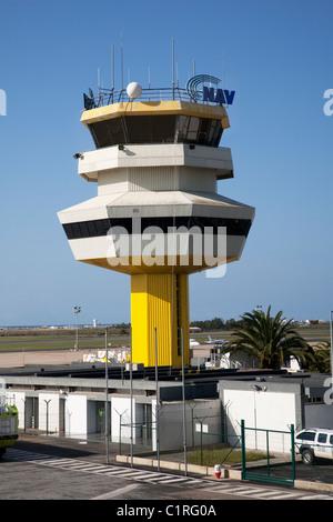 Torre de control del aeropuerto de Faro.