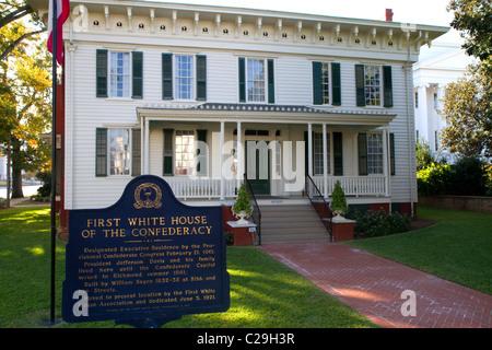La primera casa blanca de la Confederación fue la residencia del presidente Jefferson Davis en Montgomery, Alabama, Estados Unidos.