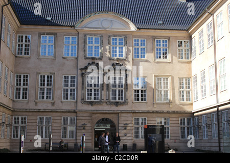 La entrada principal del museo nacional de Copenhague, Dinamarca
