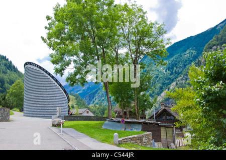 Iglesia, arquitecto Mario Botta, Mogno, Tesino, Suiza