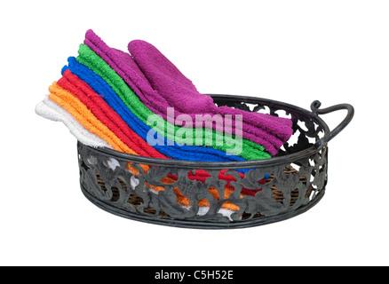 Colección de coloridas toallas para el uso diario en una bandeja de servir - Ruta incluida