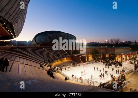 Roma. Italia. Patinaje sobre hielo en el auditorio diseñado por Renzo Piano (Parco della Musica).