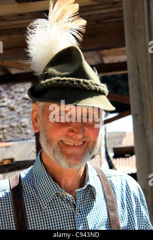 Típica Tirolesa ingenio barba y un sombrero de granjero