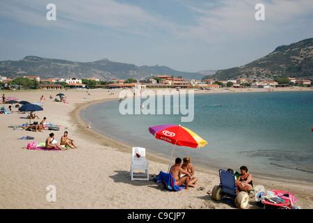La playa en Bosa Marina, Cerdeña, Italia.