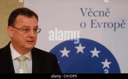 El primer ministro checo, Petr Necas, habla durante la conferencia de los intereses económicos de la República Checa en la UE y su avance en Praga, República Checa, 19 de marzo de 2012. (CTK Foto/Michal Kamaryt)