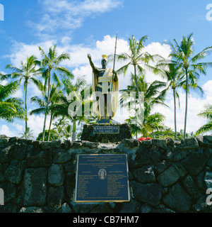 Dorado de la estatua del rey Kamehameha el Gran Parque del río Wailoa Hilo Hawaii Big Island