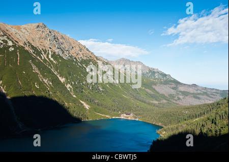 Vista del lago Morskie Oko, montañas Tatra, Polonia