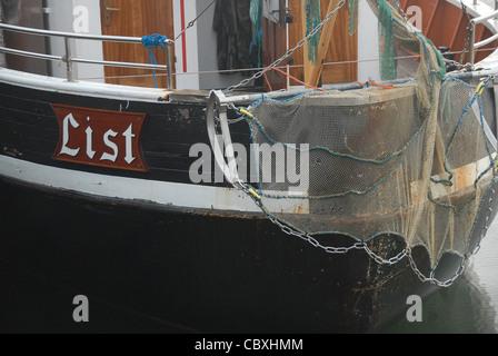 Fiishing tradicional bote en el puerto de la lista en la isla de Sylt iin Frisia septentrional, Alemania