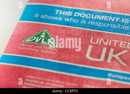 Cerrar detalle de una nueva red de DVLA V5C (Libro de registro) del vehículo el documento