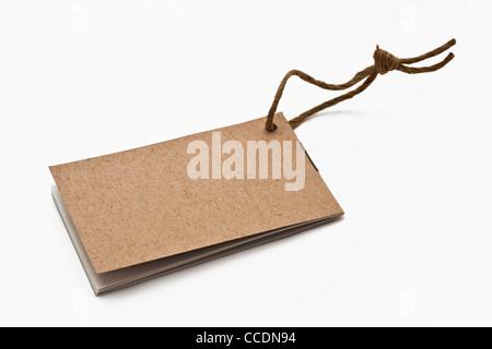 Foto detalle de un folleto fino con un cable corto, sin inscripción.