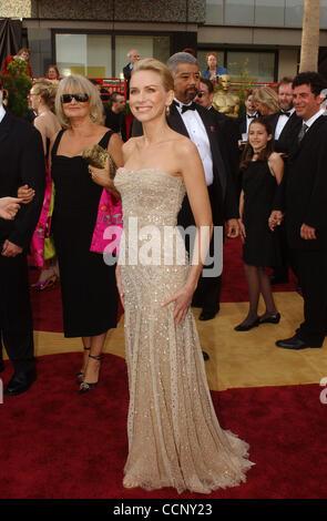Feb 29, 2004; Hollywood, CA, EE.UU.; Oscar 2004: Actriz Naomi Watts, llegando en la 76ª Anual de los Premios de la Academia, que se celebró en el Teatro Kodak.
