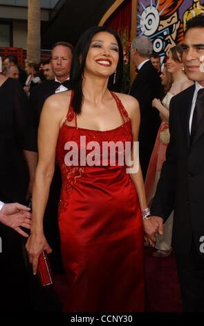 Feb 29, 2004; Hollywood, CA, EE.UU.; Oscars 2004: La actriz Shohreh Aghdashloo llegando en la 76ª Anual de los Premios de la Academia, que se celebró en el Teatro Kodak.