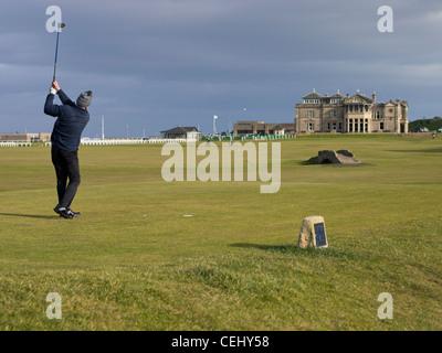 El golfista que aterriza en los 18 hoyos del Old Course de St Andrews