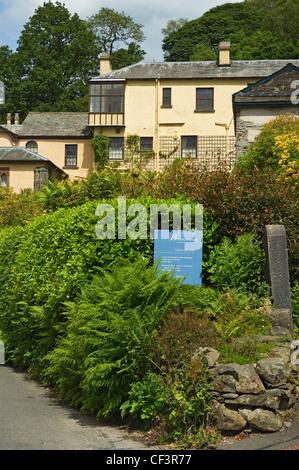 Brantwood la antigua casa del siglo XIX John Ruskin (artista y escritor), es un tesoro de importancia histórica Foto de stock