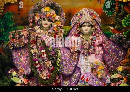 Krishna y Rada las estatuas en el Bhaktivedanta Manor (ISKCON) templo Hare Krishna, Watford, Hertfordshire, Inglaterra, Reino Unido