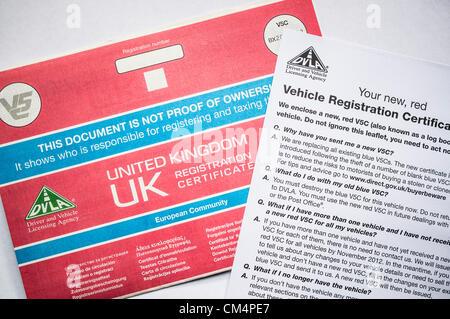 Sustitución V5c los documentos llegan a través del correo para todos los propietarios de automóviles en Gran Bretaña - a un costo estimado de £200m. Un robo de formularios impresos azul en 2006 obligó a la autoridad de matriculación de vehículos para sustituir cada documento existente y cambiar a una nueva versión de color rojo. El costo estimado es cinco veces el contribuyente la carga de la línea ferroviaria de la Costa Oeste, falla en el proceso de licitación.