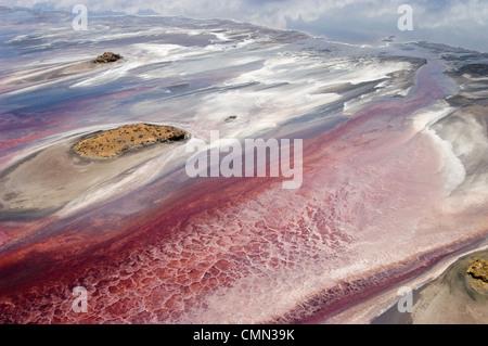 Vista aérea del lago Natron un lago de soda de la variable medida en el norte de Tanzania