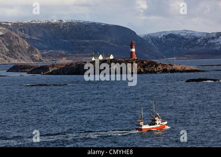 Noruega, en el Condado Norte de Trondelag, arrastrero