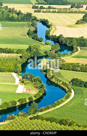 Francia, Charente, Triac Lautrait La Charente Valley (vista aérea)
