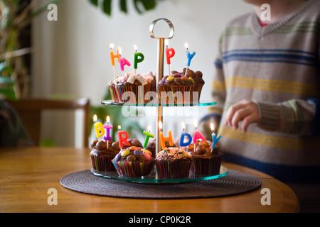 Feliz Cumpleaños, tortas, Cup Cakes, torta de cumpleaños, velas, fiesta, postres, pasteles, chocolate