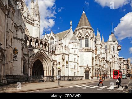 Las Cortes Reales de Justicia, Fleet Street, Londres, Inglaterra.