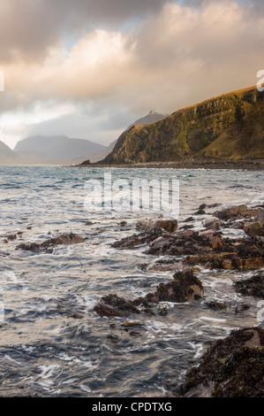 Las Cuillin Elgol y al amanecer, Isla de Skye, Inner Hebrides, Highlands, Scotland, Reino Unido Foto de stock