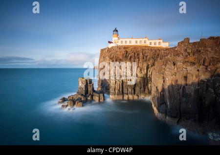 Faro de Neist Point, Isla de Skye, Escocia, Reino Unido Foto de stock