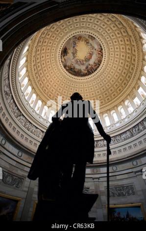 Estados Unidos, en Washington DC, el Mall, el Capitolio, la rotunda